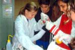 סשה קרמוב  מחייכת כי הצליח הניסוי במכון ויצמן