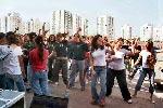 רוקדים לצלילי כובי מיכאלי בהפסקות פעילות.